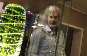 Robert Oldergaarden ställde ut öländsk glaskonst tillsammans med Maria Milton Loheden hos Sandbergs 2019. Noranatten var vernissagetillfälle för utställningen. Arkivbild: Michael Landberg