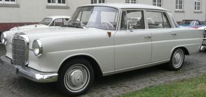 Mercedes 190 D årsmodell 1961, dagarna före bilkraschen 1965. Foto privat.