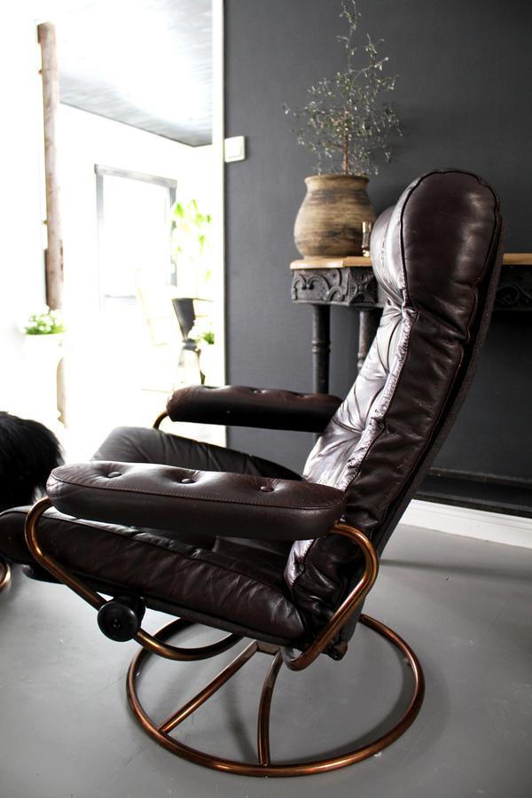 Stolen har Lotta ärvt från sin farfar och den passar in perfekt.