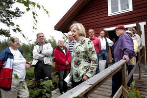 Tavelgåva. Karin Larsson som bor i Gävle berättade om sin uppväxt vid den återuppbyggda kvarnen. Foto:Gunne Ramberg