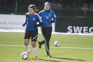 Vid ÖDFF:s premiärträning på Jämtkraft Arena tisdag kväll fanns Frida Sjöberg med vid sidan av Caroline Röstlund. Men Sjöberg kommer lämna laget för en flytt till Stockholm där hon kan hamna hos en seriekonkurrent.