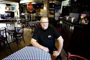 THAILAND HÄGRAR. Gävlekrögaren Janne Dahlberg drömmer om att en gång kanske ta med sig familjen och öppna ett litet hotell med restaurang i Thailand. Men så länge sönerna går i skolan stannar han i Gävle.