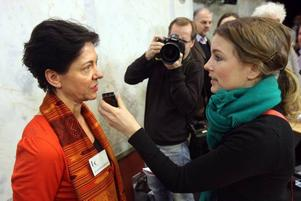 I  centrum. Kulturutredningens ordförande Eva Swartz-Grimaldi fick svara på åtskilliga knepiga frågor både på och efter presskonferensen.