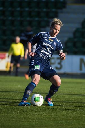 Ida Brännström får beröm av tränaren Kenneth Svensson.