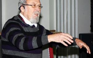 Karl-Erik Anestedt berättade om musikalisak ungdomar och amerikaresa.FOTO: BJÖRN ELF