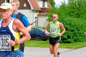 Lars-Erik Grahn, IFK Sala, sprang maratonloppet.
