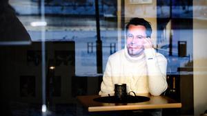 Holmberg hoppas att de som lyssnar på hans nya skiva ska bli glada att han går rakt på sak.