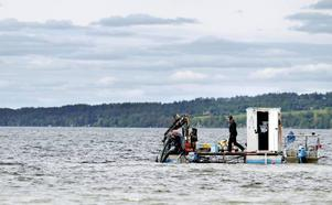 I dagarna har det varit dykare nere i vattnet vid Göviken och lagat det trasiga avloppsröret.