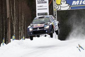 Sebastien Ogier flög fram till en ny seger i svenska VM-rallyt. Regerande världsmästaren har redan tagit ett fast grepp om VM-tabellen med seger i de två första deltävlingarna.