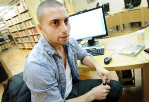 Simon är en av de många elever vid Örebro universitet som hört om försvinnandet.- Det är lite läskigt att hon varit borta så länge, säger han.