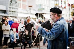 Örjan Svedberg, lärare på Brunnsvik och lokal representant för fackförening för SFHL, sa bland annat att han nu går vidare i livet, vidare till en ny situation som känns osäker och att den kommer absolut inte att bli som Brunnsvik.
