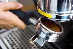 Det är lite jobb med att brygga en espresso.