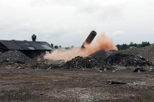I somras revs skorstenen, vilket var något påtagligt som hände vid brandplatsen.