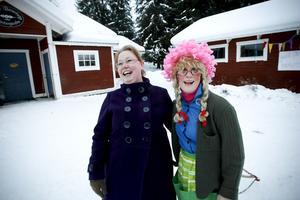 Sparbankschefen Anna Gudmundsson Thyrell och rektor Marie Plomér.