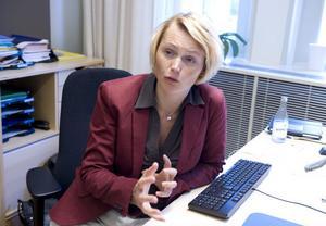Anna-Karin Hatt har både rätt och fel i sin argumentering. Det är ingen smart tanke att utestänga partierna i oppositionen från samtal om energi och miljö.