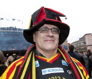 Bo Nilsson, 54 år, psykvårdare, Bomhus.1. Hos en kompis i Ytterharnäs. Vi var fem stycken och alla andra stod upp efter slutsignalen. Men jag satt helt lugn. Det var skönt att det var över.2. Virvelvinden från Vuollerim (Lars-Göran Nilsson) var anledningen till att jag började hålla på Brynäs.