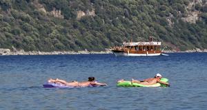 Luftmadrassimmare i Içmeler, Maramris närmaste grannstad, en familjevänlig plats som helt domineras av turismen.