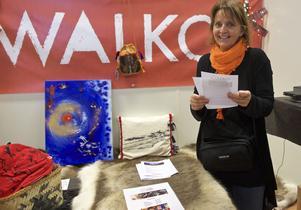 Kicki Hallgren från Walko lottade ut renskinn.