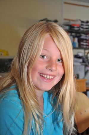 Emma Norling, 9 år, klass 3:– Kul att träffa kompisarna. Jag har längtat lite.