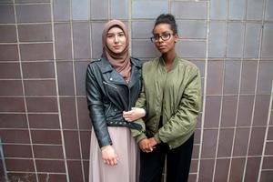 Gymnasieungdomarna Aja Khamkhoeva och Deeka Abdi tycker att studien beskriver ungas liv på ett bra sätt. Det finns en jakt på status som kan stressa. De ser själva det absurda i att sträva efter ett perfekt liv på alla plan, men säger att det ändå är lätt att dras med.