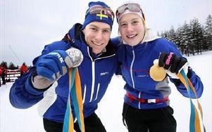SVENSKA JVM-MEDALJER. Syskonen Gustav och Maria Nordström från Gävle slog till med silver och guld när JVM öppnade med sprintdistansen.FOTO: BONS NISSE ANDERSSON