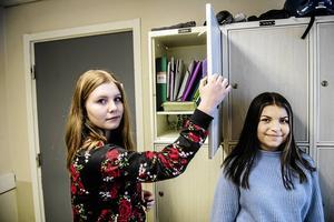 Yanelle Sällstedt och Vera Schröder i årskurs åtta säger att det är viktigt att inte sätta högre krav än man klarar av i skolan.