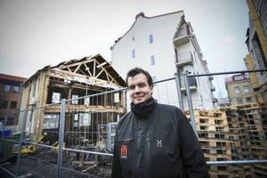 – Nu är slutmålet att ha en butikslokal i nedre planet, ett kontor en trappa upp och en trerummare på cirka 110 kvadratmeter i den inre delen av fastigheten, säger Linus Ekqvist på Storsjö Förvaltning.