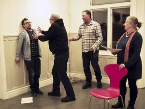 Fredrik Sundberg, Mikael Björklund och Ingrid Eldeklint får regi av Iso Porovic.