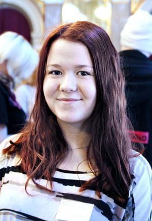 Maja Friman, elevkåren, Polhemsskolan:– Jag tycker att skolmaten är okej, men kan bli bättre. Bussarna är för dyra sedan de höjde priserna. Helges sångstudio är bra att det finns för jag gillar att sjunga.