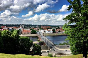 Kaunas är Litauens näst största stad. Snittåldern bland befolkningen är relativt ung eftersom det bor många studenter här som studerar vid något av stadens universitet.