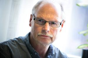 Kenneth Persson (S), ordförande i arbetsmarknads- och socialnämnden, beklagar förseningarna.
