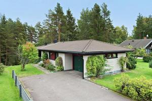 Villa vid skogskanten i Övre Tjärna i Borlänge.
