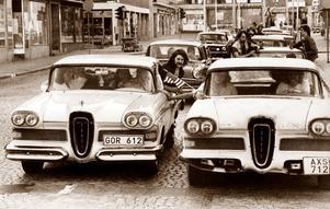 Västeråsraggare 1977. Från ett VLT-reportage i juni detta år, då Power Meet tog sin början, försiktigtvis inomhus (!) i södra Sverige. 400 kom. Därefter drog man utomhus, i Anderstorp, Skövde och därefter Jönköping.