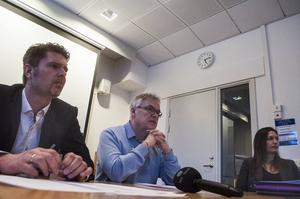 Anders Frimert (S), Christer Siwertsson (M) och primärvårdschefen Anna Granevärn presenterade förslaget.
