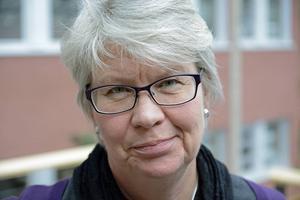 Regionrådet Ann-Marie Johansson (S) ser fortsatt allvarligt på det ekonomiska läget.