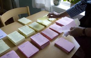 Valsedlarna har olika färger till de olika valen.