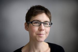 Stina Oscarson har skrivit pjäsens manus efter Daniel Suhonens reportagebok