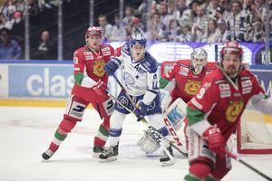Martin Karlsson i kamp med Joakim Lilliehöök.
