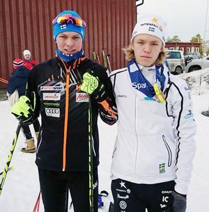Lagkompisar i Åsarna IK, motståndare i landskampen, Emil Talsi, Finland och Jesper Persson, Sverige.