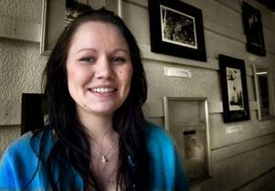 Utställare. Gymnasieeleven Johanna Ericsson slog två flugor i en smäll i lördags. Hon debuterade som utställare och nådde målgången med sitt projektarbete.