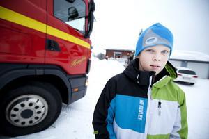 Det behövdes ingen brandkår när det började brinna hos familjen Sahlén – Hampus släckte eldsvådan själv.