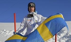 Den svenska flaggan vajade fint i Lake Placid under fredagen. Åreduon Walter Wallberg (nilden) och Ludvig Fjällström gick båda till final.