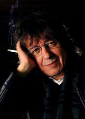 BILDTEXTFöre detta Rolling Stones-medlemmen Bill Wyman spelar i Sundsvall ikväll. Nästa år fyller han 70 år, men tycker inte att det är jobbigt att kuska runt vägarna i norra Europa vid denna aktningsvärda ålder. - Vi gör bara sex veckor i Europa och sex veckor i Storbritannien, och det är inga problem. Jag har sagt nej till Japan, Asien och Sydamerika, jag vill inte att det ska bli så stort igen.
