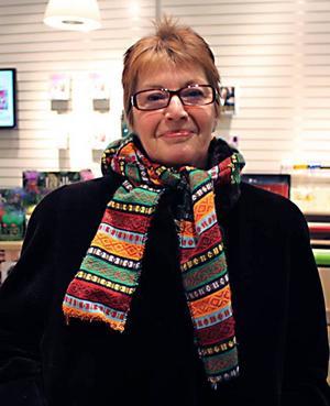 """Britt-Marie Kjölsrud, 60+, arbetsmiljöingenjör, Gävle– Jag hade bestämt mig innan så det gick på två röda att hitta de jag ville ha. De låg precis innanför dörrarna. Det blev Lars Keplers """"Paganinikontraktet"""" och """"Spill"""" av Sigrid Combüchen."""