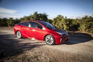 Prius har fått en rejäl uppfräschning. Framföralt handlar det om designen, men även ny teknik.