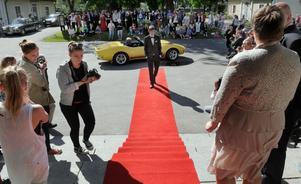 Viktor Norell kom i en Corvette till Hälsingegymnasiets avslutningsbal.