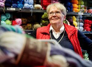 """""""Jag har hört att många som gått in i väggen använder handarbete som avslappning"""", säger Mildred Larsson.foto: ulrika andersson"""