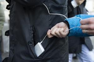 Gärninngsmännen kom över en mobil i rånet. Bilden är en genrebild.
