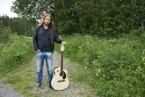 Rikard Mellberg har släppt låten