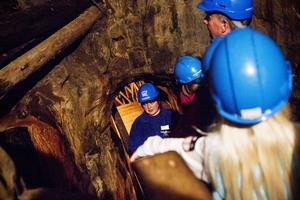 Flera gånger om dagen hålls guidade turer ner till gruvans inre. Här är det Emma Forsgren som berättar om gruvan.